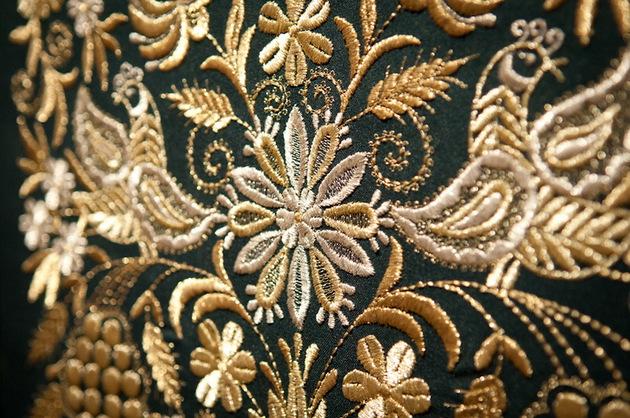 Золотая вышивка по материи город