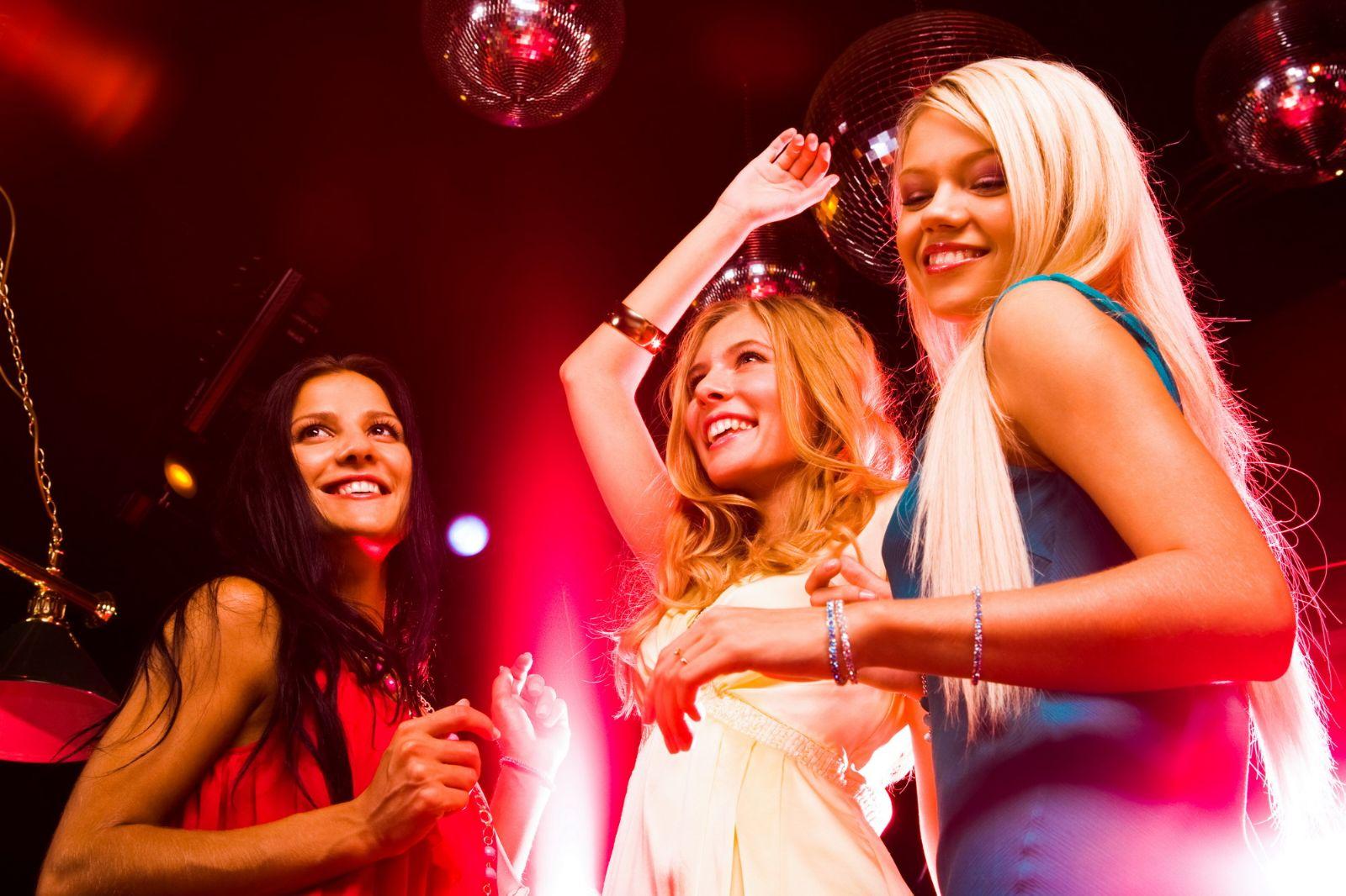 Фотографии девушки в клубе 17 фотография