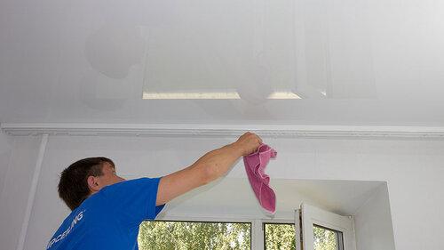 Скрадывание высоты потолка натяжными потолками