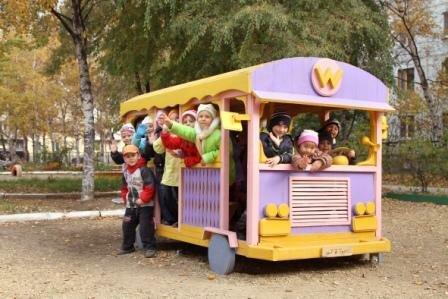 Деревянные автобусы для детской площадки своими руками фото