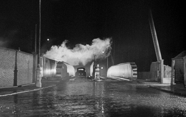 Фильм в воскресенье всегда идет дождь 1947 смотреть
