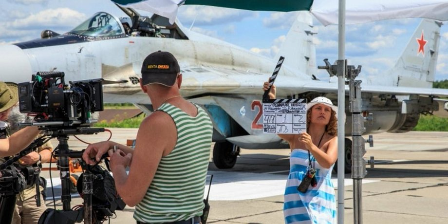 актеры фильма обнимая небо фамилии и фото