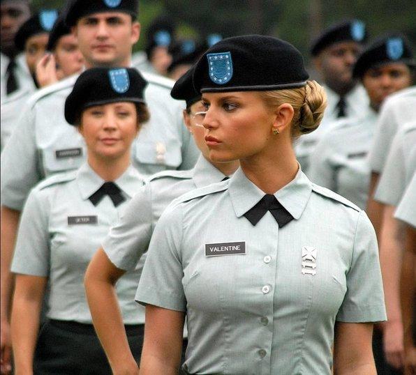 v-uniforme-smotret-onlayn-v-horoshem-kachestve