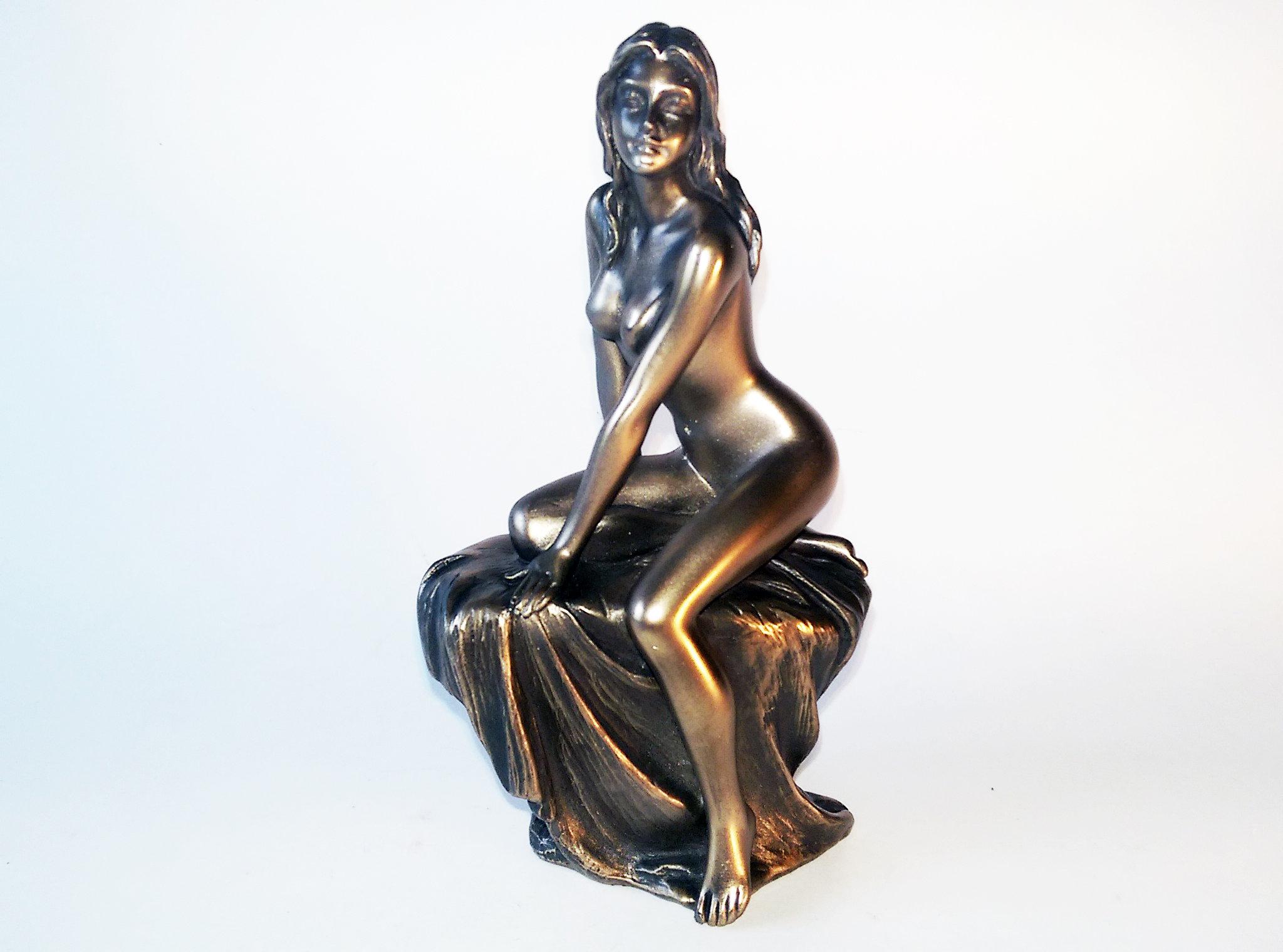 statuetki-golie-zhenshini