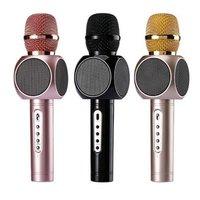 Беспроводной караоке микрофон со встроенной колонкой позволяет петь где угодно.