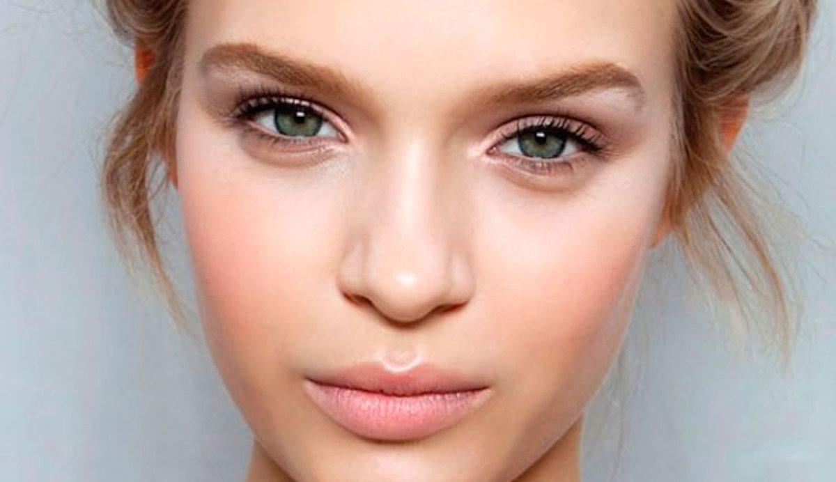 Макияж для русой девушки с зелеными глазами