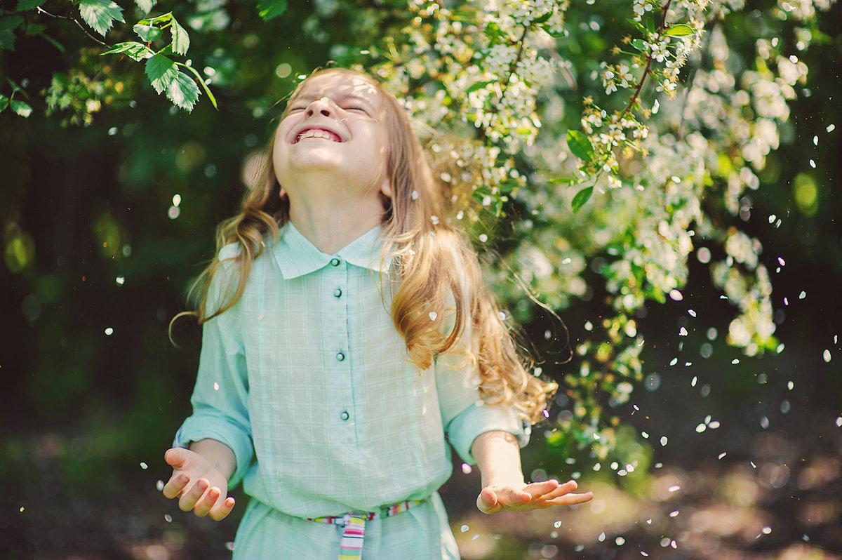 Детские прически на короткие кудрявые волосы фото
