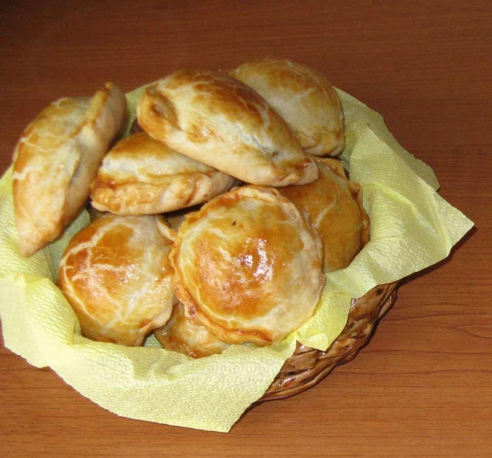 Слоеное пирожки с мясом пошаговый фото рецепт