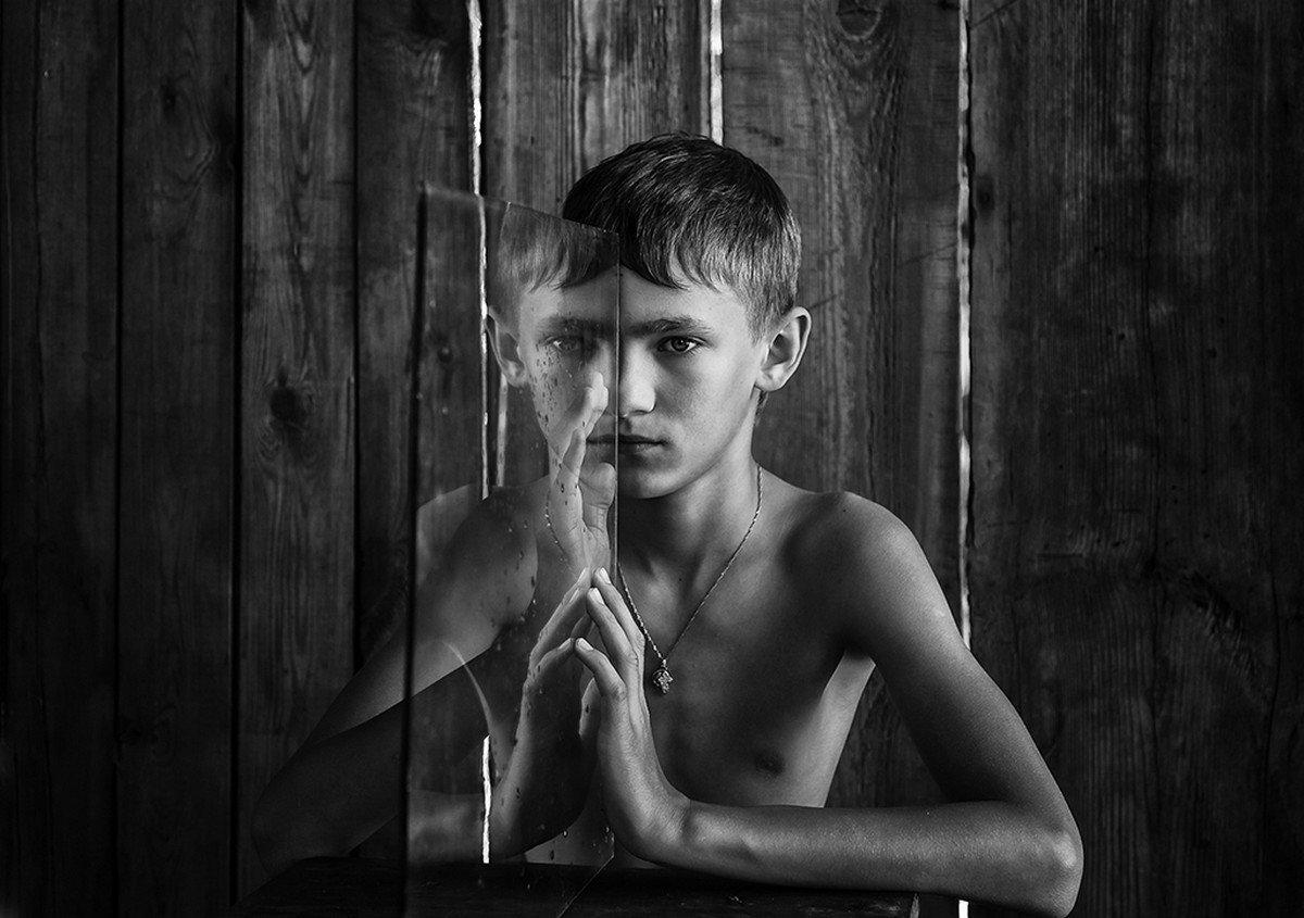 Обнаженный Мальчик Фотографии