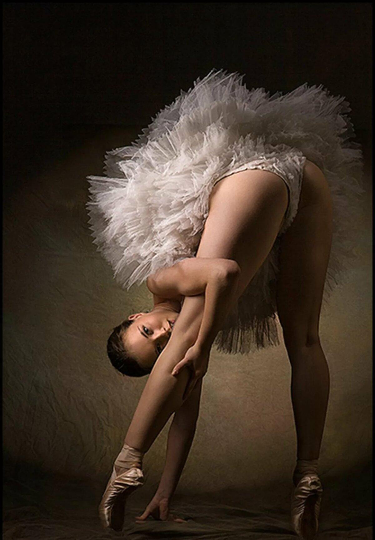Балерина Обнажила