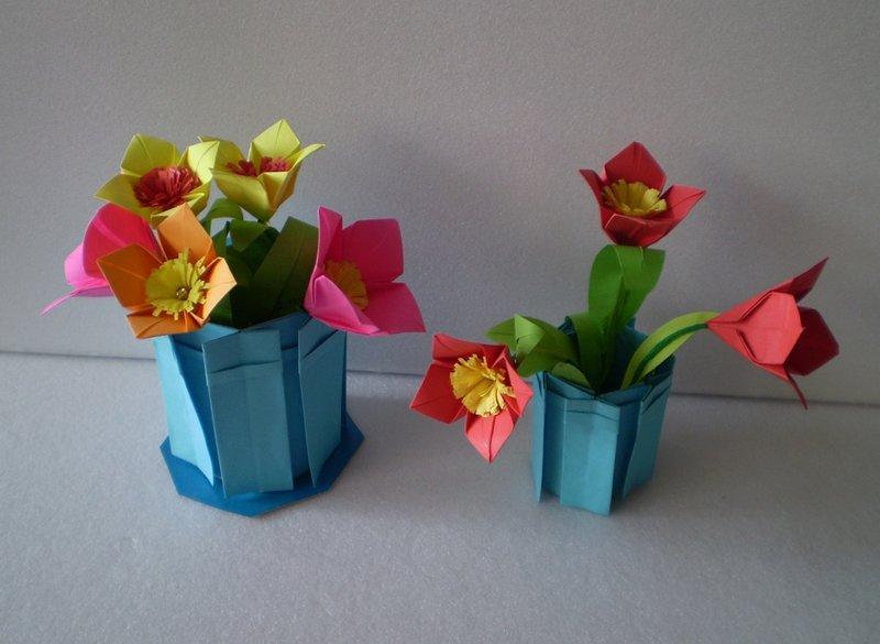 Как сделать из бумаги цветок в горшке