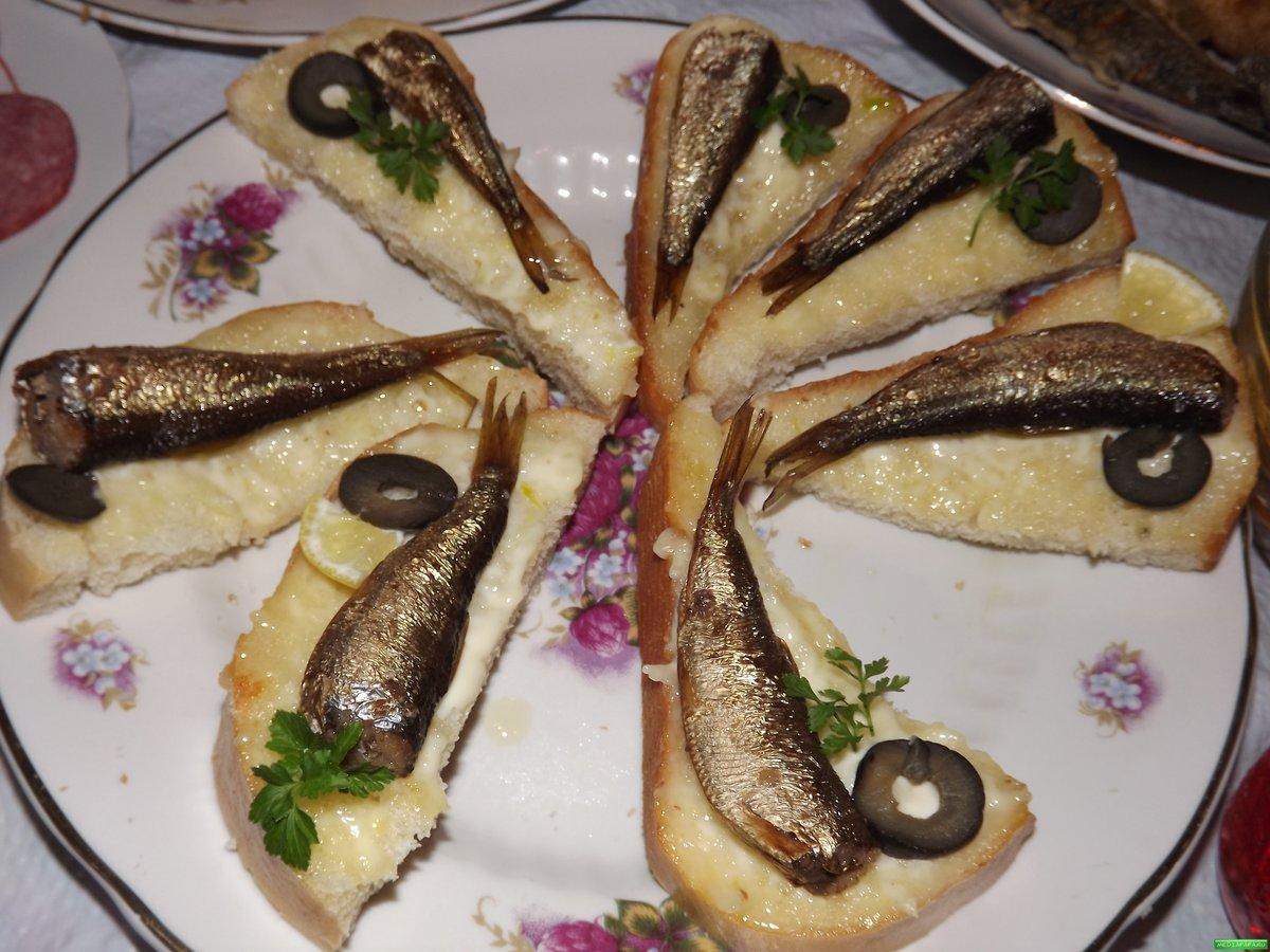 Рецепт бутербродов со шпротами пошагово с