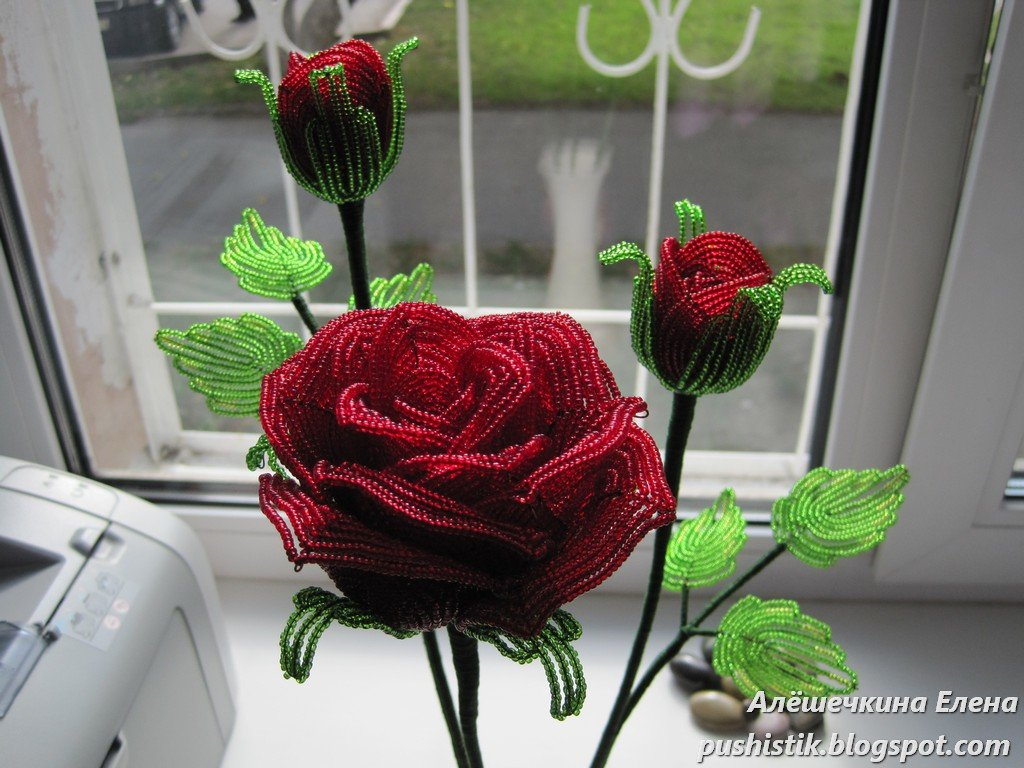 Роза с бутонами из бисера мастер класс