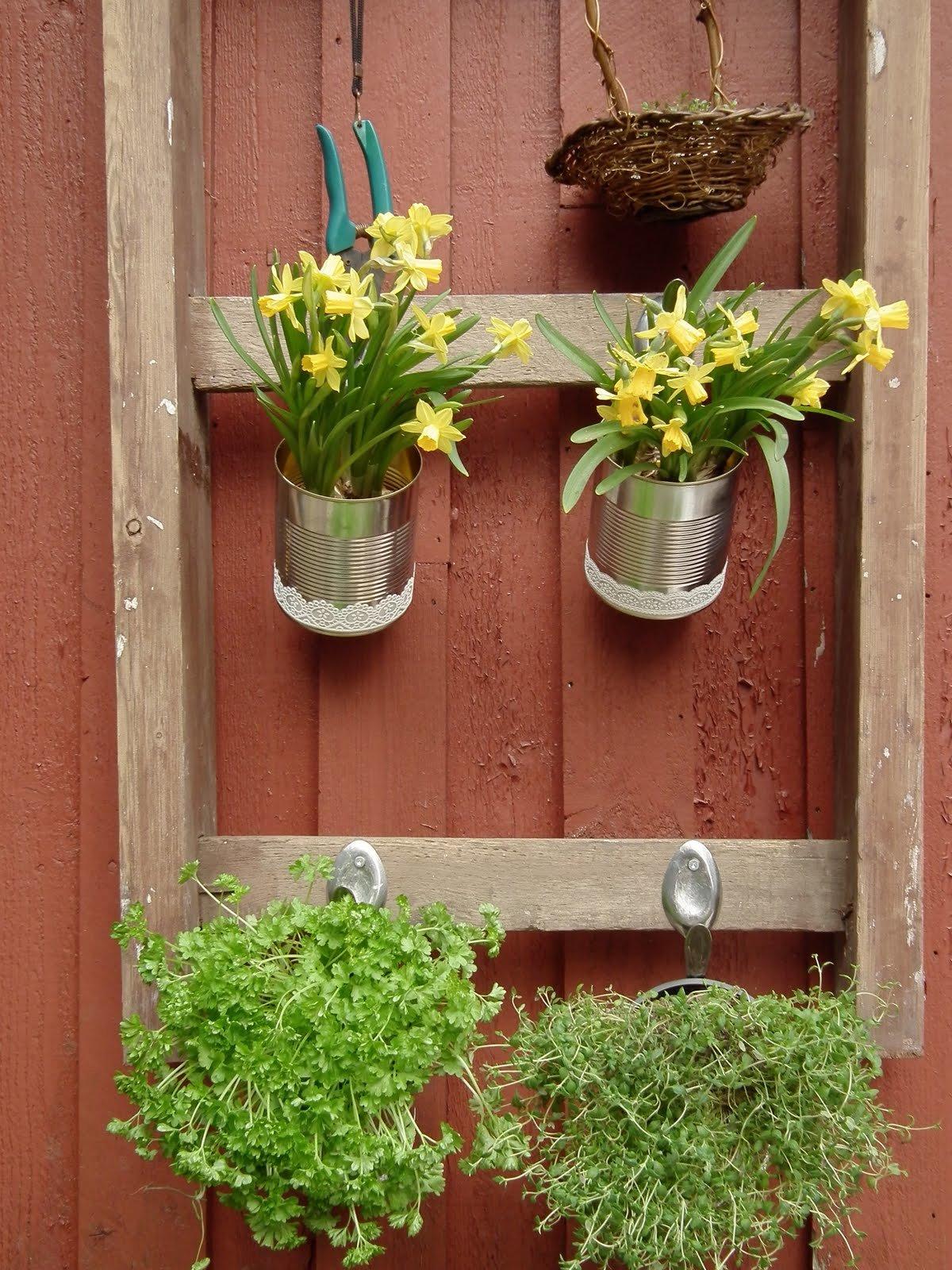 Подставки для цветов настенные своими руками из подручных материалов