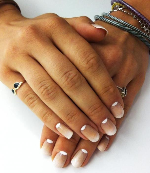 Маникюр с растяжкой на короткие ногти