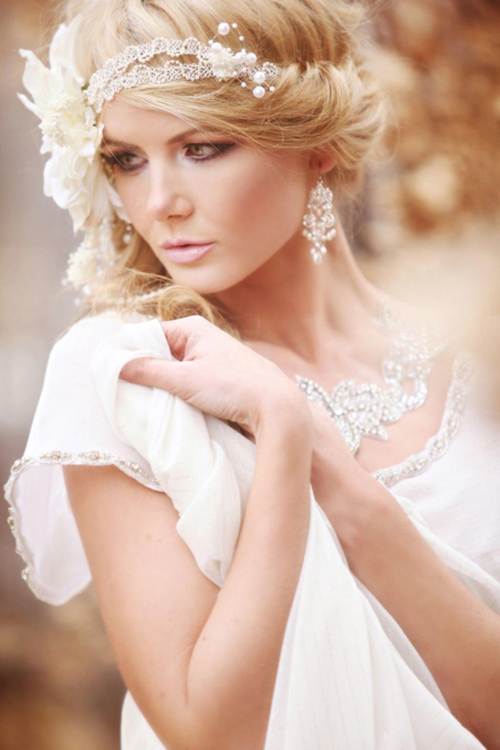 Прическа под платье в греческом стиле фото