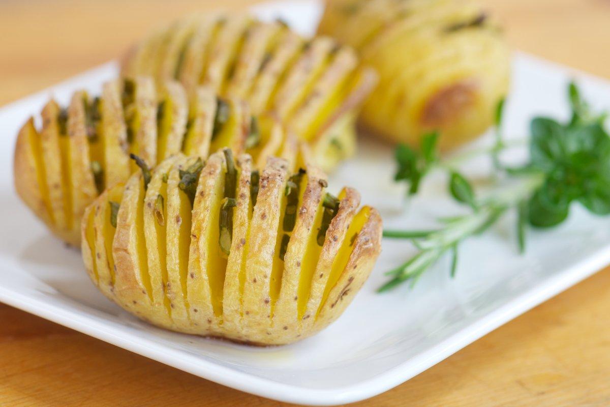 Картошка гармошка с колбасой рецепт с фото