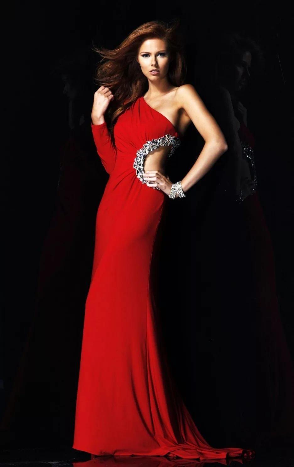 Платье в пол с одним длинным рукавом
