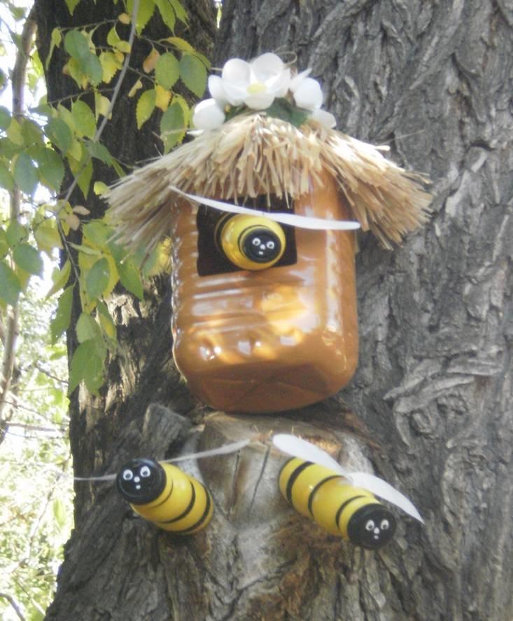 Как сделать улей и пчёл из пластиковых бутылок