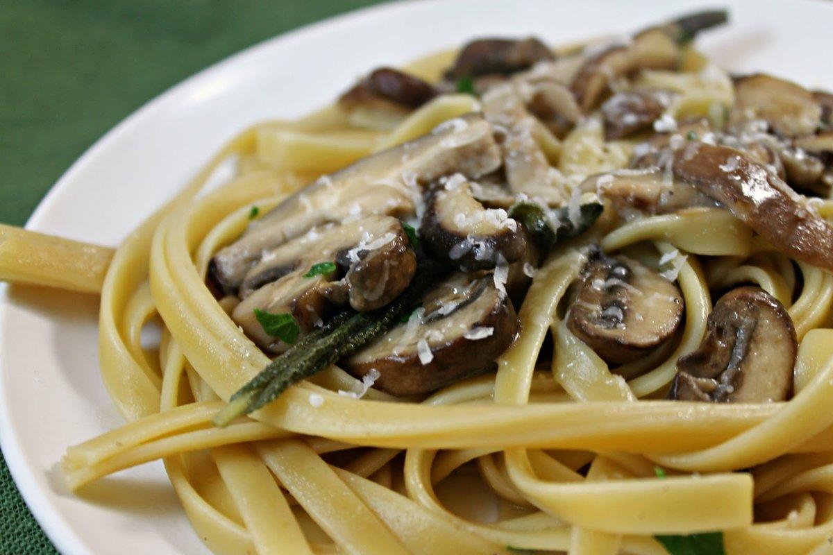 Спагетти в сливочном соусе с грибами фото рецепт пошаговый
