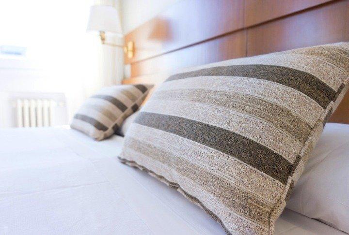 Подушка для спальни своими руками 73