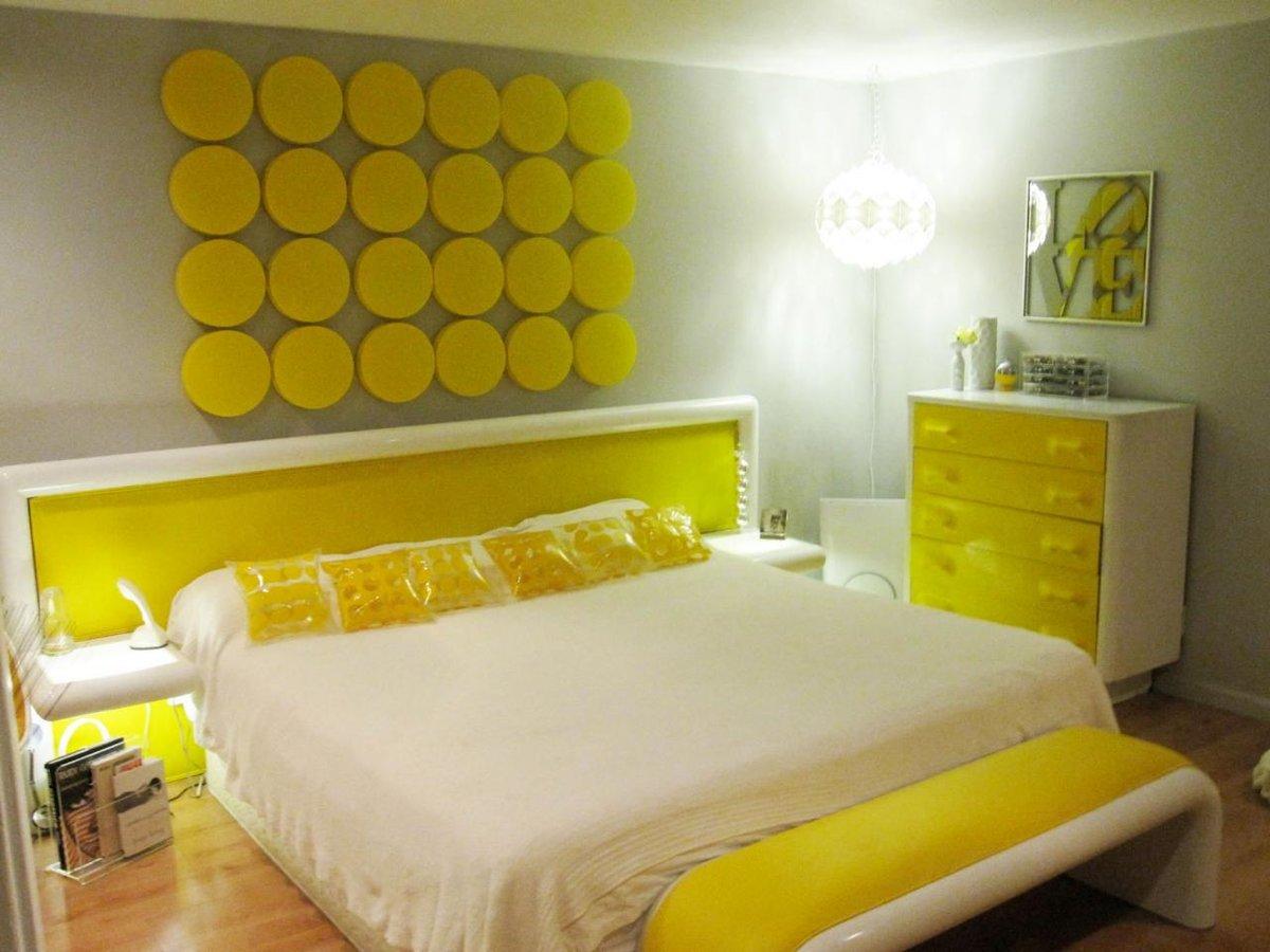 Спальня в желтых цветах