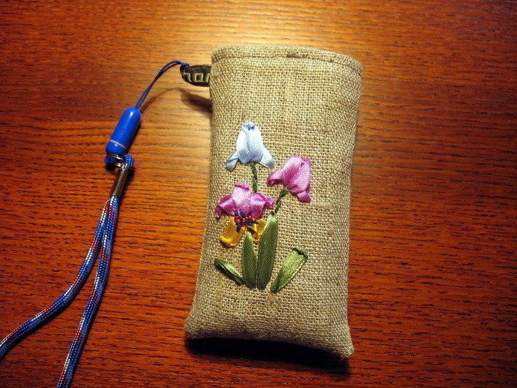 Чехол для телефона с вышивкой лентами 94