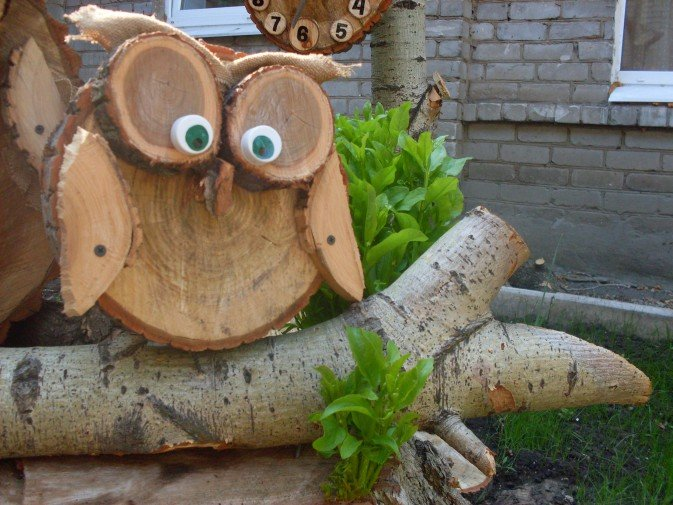 Поделки из спилов дерева для дачи своими