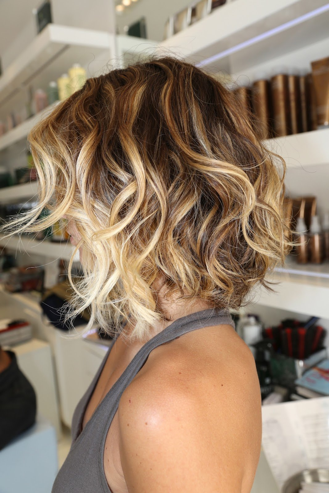 Как сделать легкую волну на волосах коротких фото