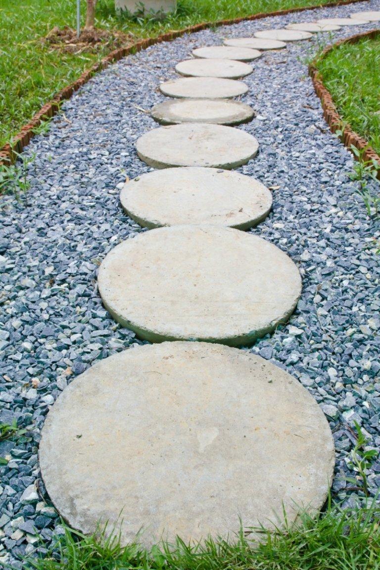 Как сделать дорожку из бетона и гальки