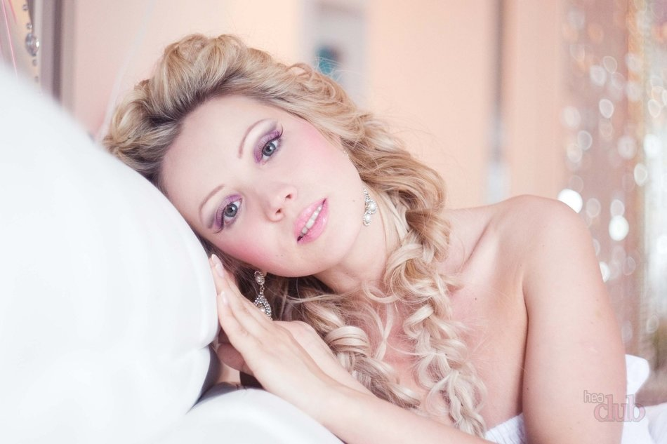 Макияж на свадьбу для блондинок с карими глазами 9