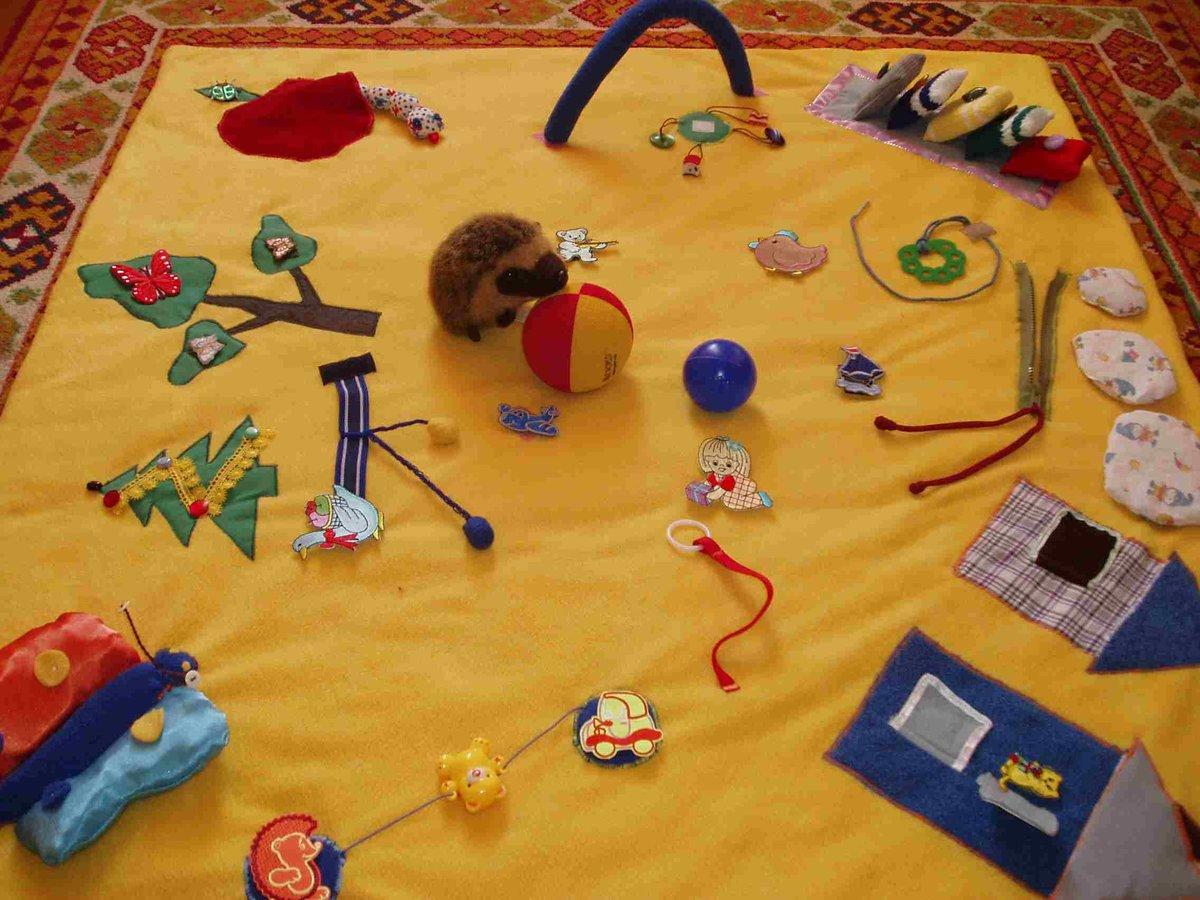 Развивающий коврик для малыша как сделать самим