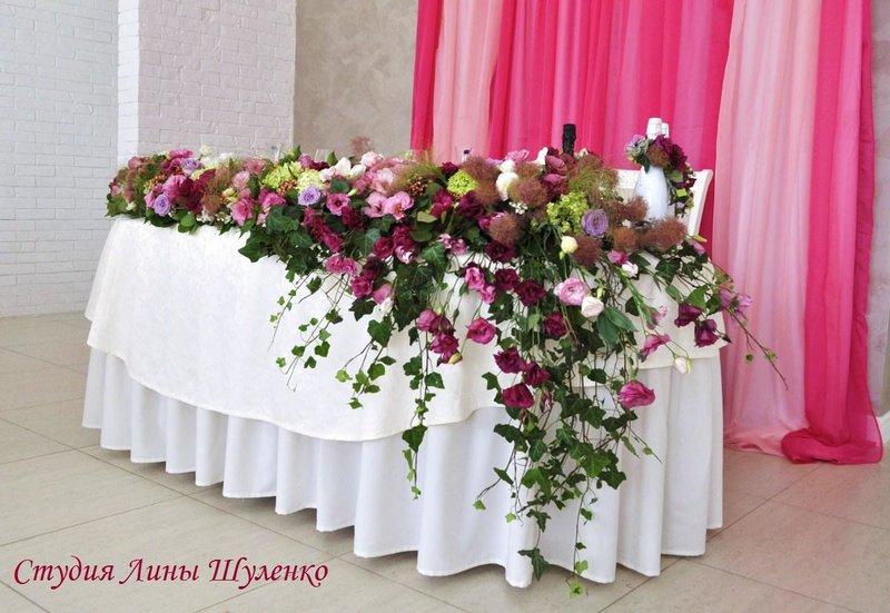Композиция на стол молодых из живых цветов