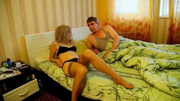 Чувак дрючит в очко гламурную москвичку перед зеркалом смотреть онлайн