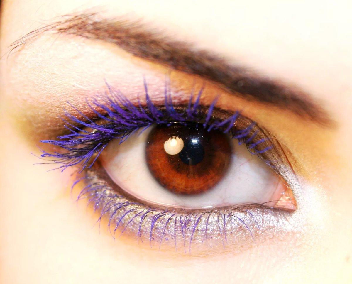 Макияж глаз с фиолетовой тушью