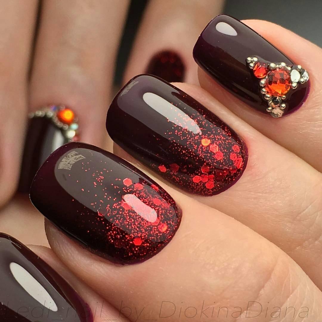 Дизайн ногтей с камифубиками с бордово