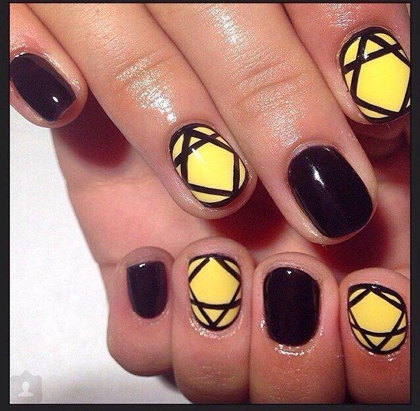 Маникюр желтого и черного цвета