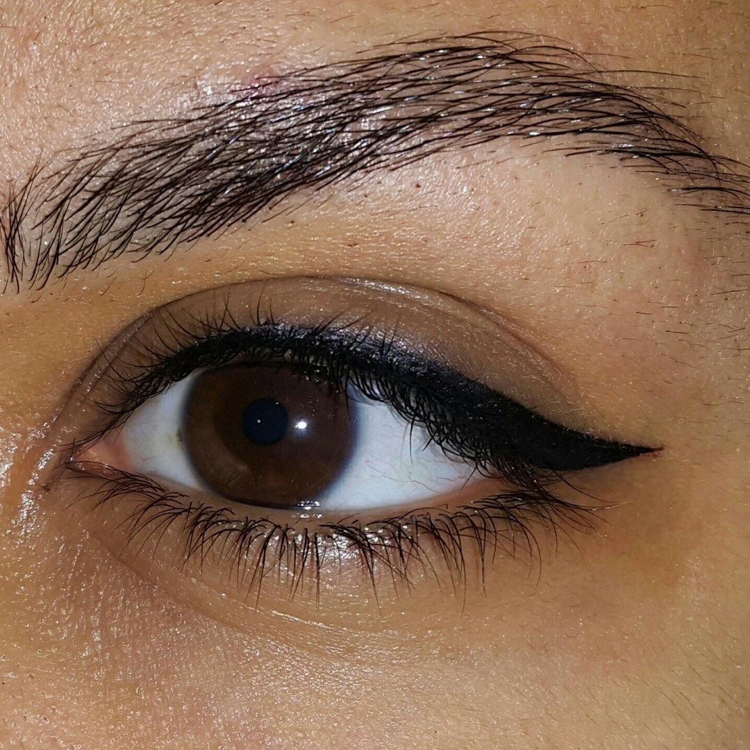 Перманентный макияж век стрелок