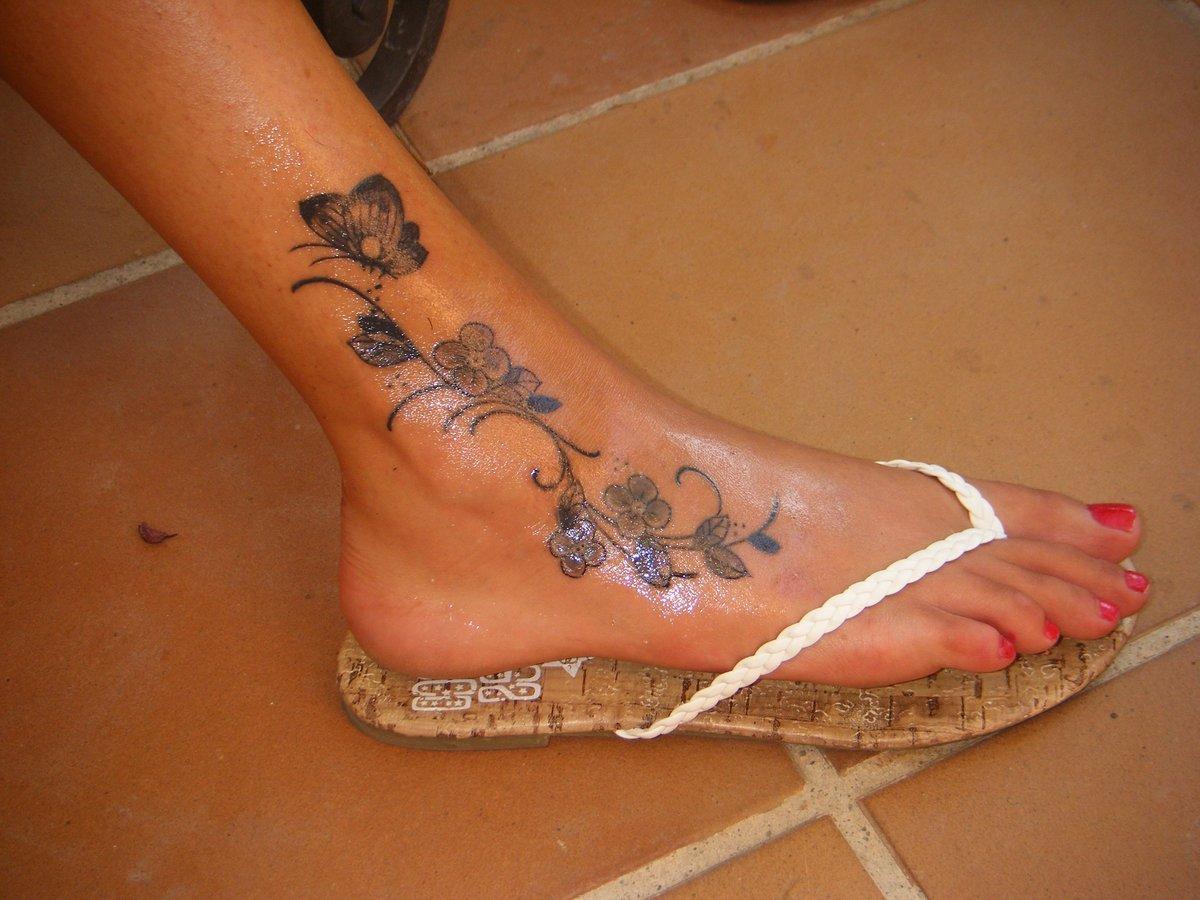 Эскиз тату на ногу девушке