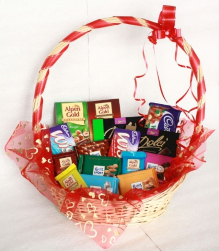 Корзина из конфет в подарок своими руками 54
