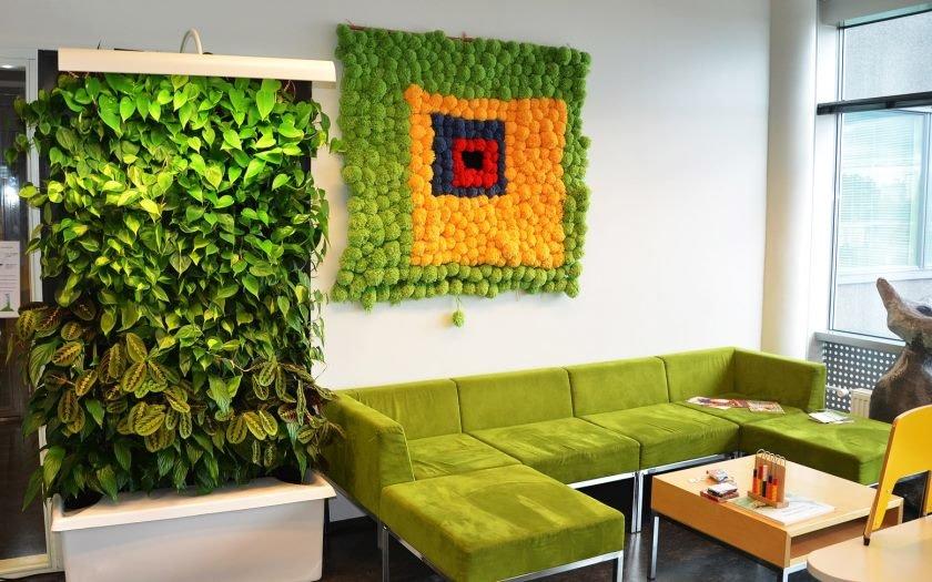 Зеленая стена в интерьере своими руками 79