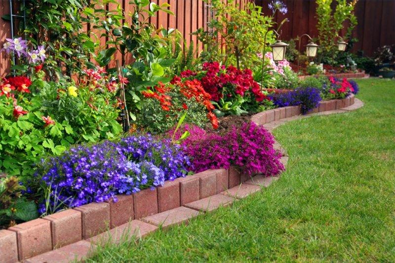 Цветники перед домом своими руками