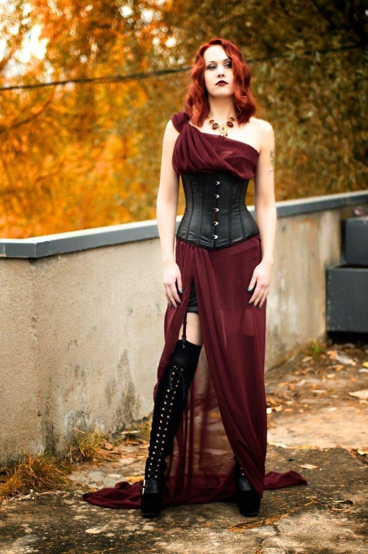 Готические корсеты и платья