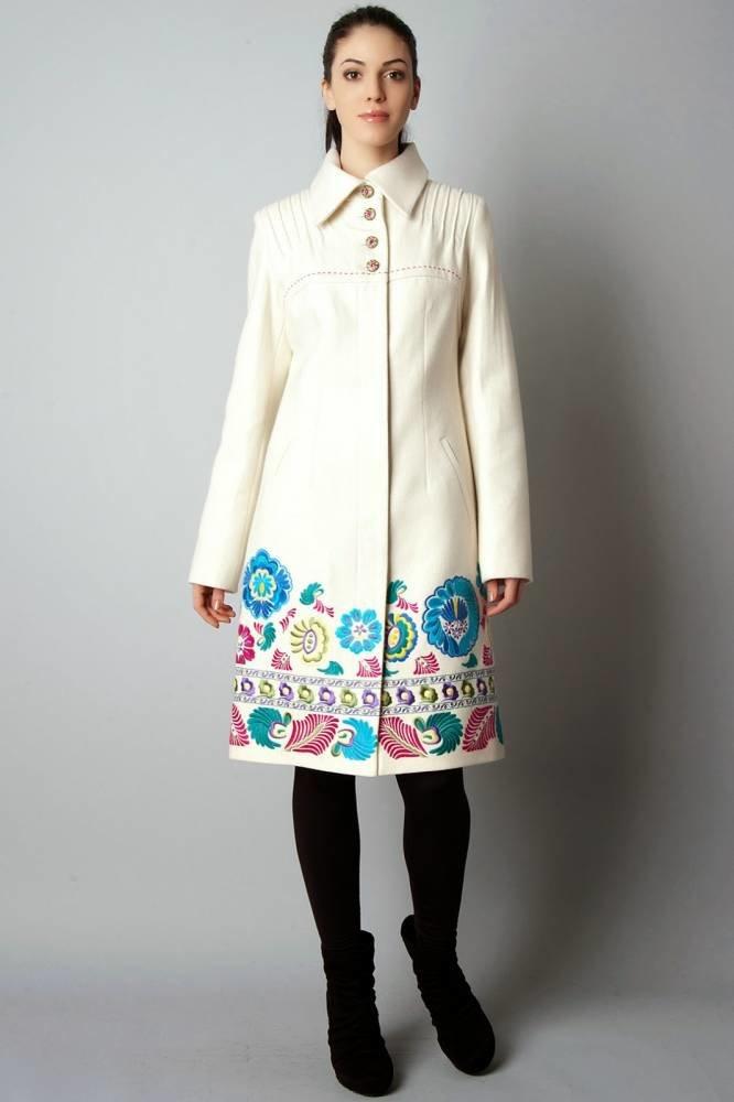 Трикотажное пальто с вышивкой 32