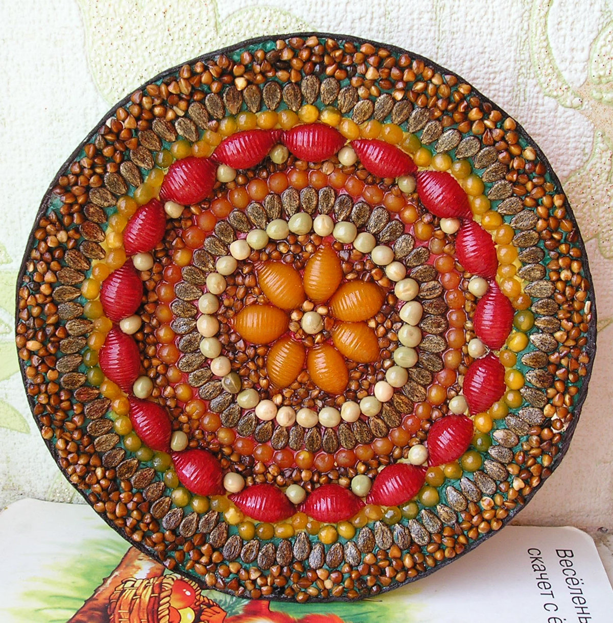 Поделки из круп и семян и макарон