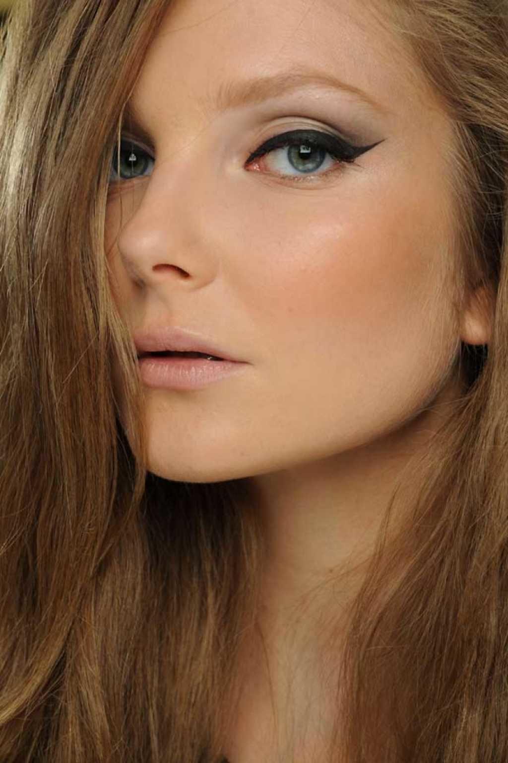 Быстрый макияж со стрелками