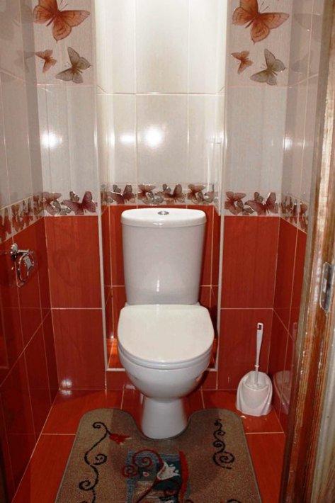 Интерьер из кафеля в туалете фото