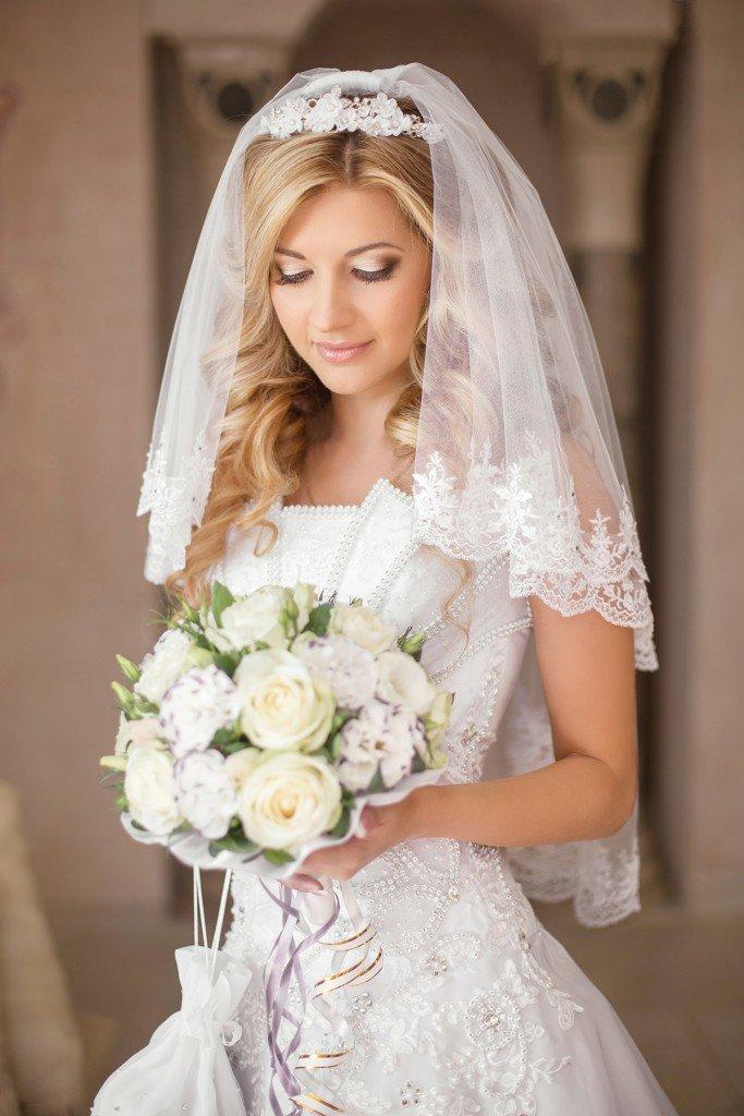 Красивые прически свадебные с фатой
