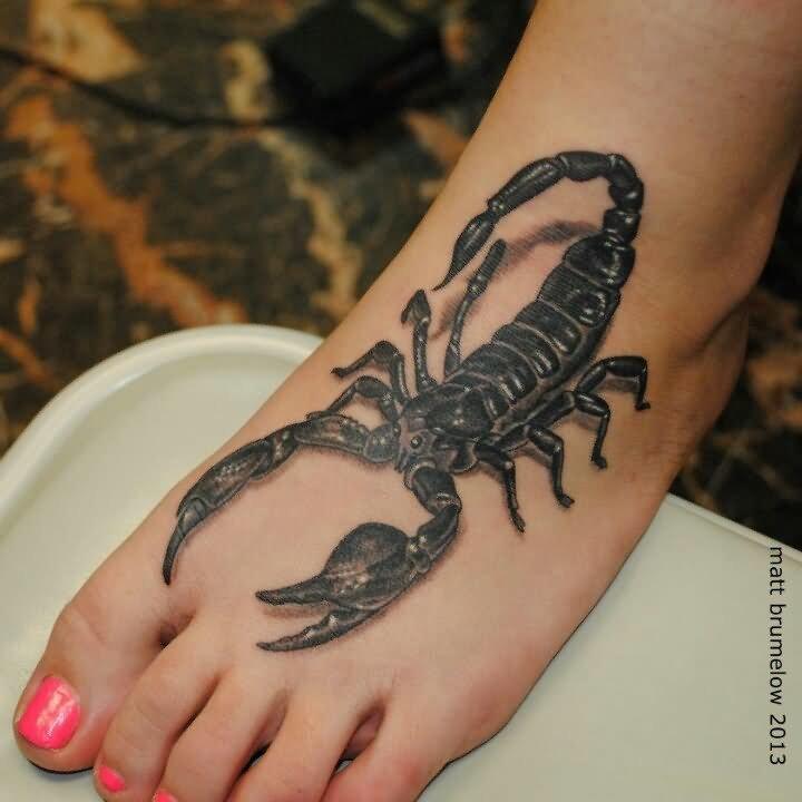 Скорпион на ноге тату