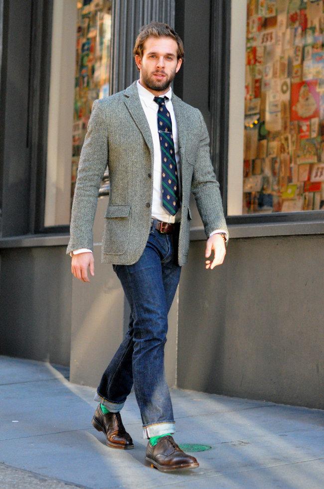 Что носить с серым пиджаком и джинсами